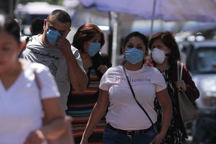 200304094. Cuidad de México, 04 Mar 2020 (Notimex- Marco González).- Debido al los recientes casos positivos de coronavirus COVID-19 en la Ciudad de México, personas acuden al Instituto de Nacional de Enfermedades Respiratorias (INER), a recibir consulta y como medida preventiva usan cubrebocas para evitar posibles contagios. Ciudad de México, 04 de marzo de 2020. NOTIMEX/FOTO/MARCO GONZÁLEZ/MGR/HTH