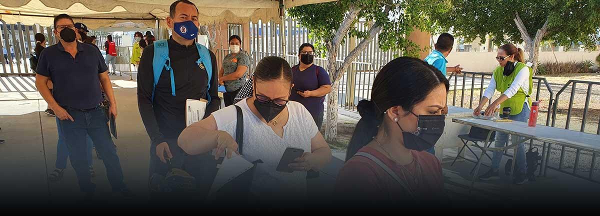 Transcurre con agilidad último día de vacunación a maestros en el CUM